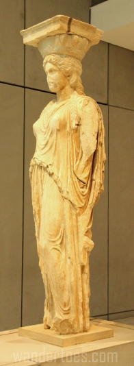 museum-caryatid-center-wandertoes